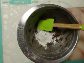 摩卡全麦蛋糕,加入全麦粉。