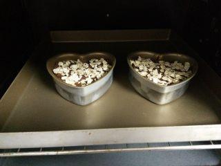摩卡全麦蛋糕,入预热后的烤箱,170度,25分钟。