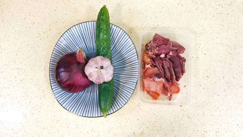 洋葱拌牛肉,准备好食材