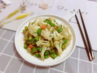 椒盐花菜,装盘