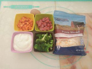 酸奶芝士派,派皮烘烤期间,准备好馅料材料。