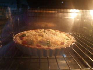 酸奶芝士派,送入预热好的烤箱,170度30分钟。