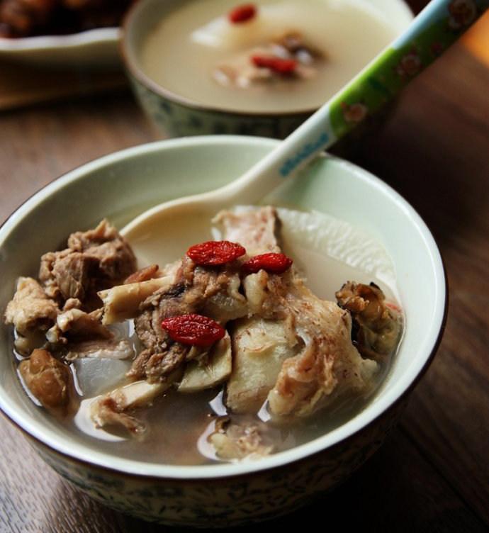 萝卜牡蛎猪骨汤