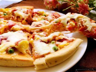 培根时蔬披萨,拉丝效果很棒哦。