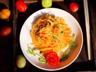 西红柿炒土豆丝,一道美味的西红柿炒土豆丝就做好了