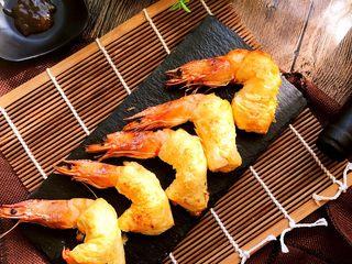 酥皮大虾,配上喜欢的酱料蘸食更美味。