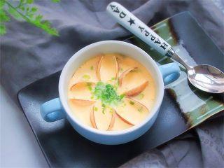 蛤蜊小葱炖蛋,这是另一碗的蒸蛋,美丽的小花哦