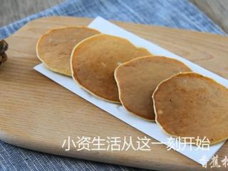 2分钟学会健康减脂早餐——香蕉松饼,简单美味的香蕉松饼开吃啦~!