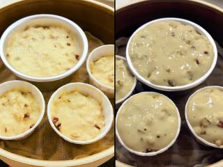宝宝辅食-红枣发糕-18M+,将模具放在笼屉上,然后在蒸锅中加入半锅40度左右的热水,盖上锅盖,发酵至2倍大,表面出现一些气泡即可,耗时看温度状态而定哈,小芽装太满了,发酵完就满出来啦,大家装模具的时候差不多装到1/2高度即可。 》发酵温度不太可控,所以如果是第一次做,建议大家做标志,比如记下发酵前的高度,明确发酵后应该到的高度,根据这个去调整时间,这样就可以提高成功率了。 》千万不要发酵过度哈,发酵过度,一方面成品比较容易塌陷,而且味道已经变掉。