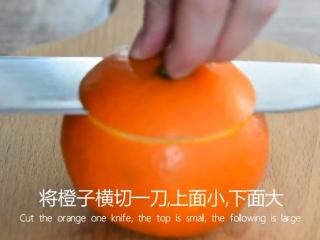 最好的止咳方法——盐蒸橙子,将橙子横切一刀,上面小,下面大