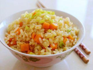 金沙南瓜焗饭(蛋黄南瓜炒饭),特别简单快手又好吃的炒饭就好了。要不要试试呢!
