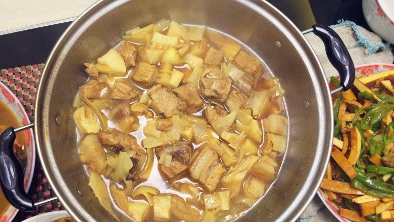 春笋烧肉/油焖春笋,每次都可以来点新花样~各种烧法都很不错呢!