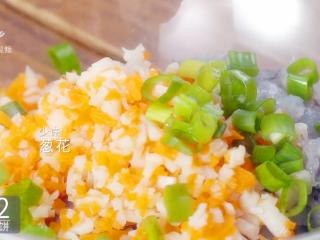 香煎虾饼-宝妈首选的补钙儿童餐,加少许葱花
