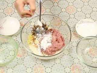 豆腐丸子汤,加入适量的盐、鸡粉、生粉调味。