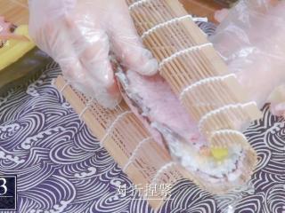 樱花寿司-踏青赏春最佳美食伴侣,捏紧压实