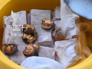 苏州樱桃肉,酥烂入味,色香味俱佳!,放入山楂、红曲米、汤汁