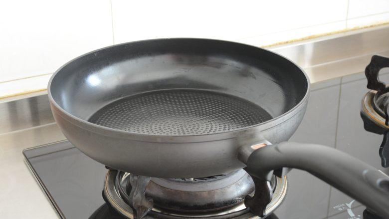 【孜然杏鲍菇】PK烧烤金针菇,完胜~,锅加热.