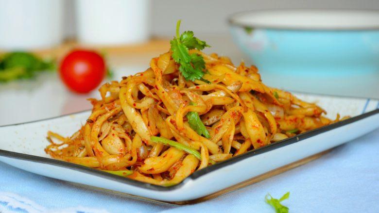 【孜然杏鲍菇】PK烧烤金针菇,完胜~,点击关注,可以查看更多菜谱~ 菜品/摄影/文字:均原创不可盗用。