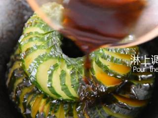 2分钟学会这道网红菜——蓑衣黄瓜,淋上调味汁