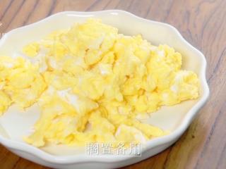 香椿炒鸡蛋,春季食补新主张,搁置备用