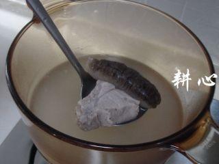 海参竹荪汤,揭盖,熄火。