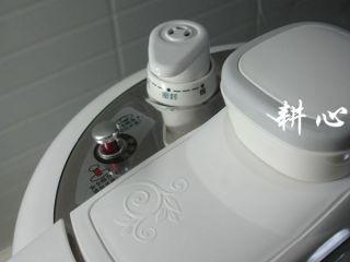 海参竹荪汤,浮子阀未落下时切勿强行开盖或拨动排气阀放气,以防烫伤。