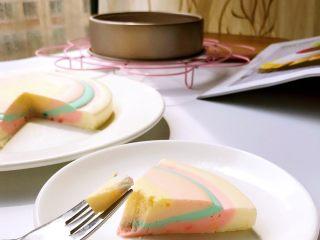 彩虹慕斯蛋糕,切块品尝吧~