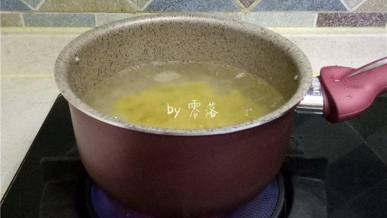 香菇肉酱意面,放入螺旋意面煮熟;
