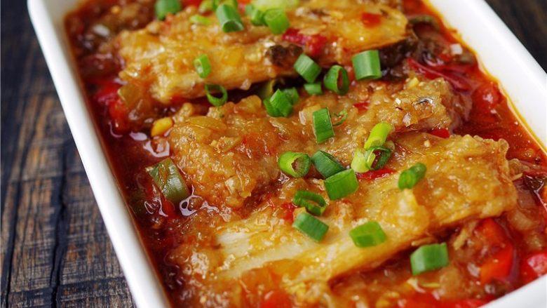 水煮带鱼,【水煮带鱼】做好啦,出锅撒葱花。