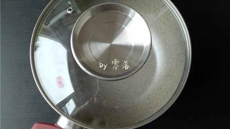 凉拌土豆片,备好煮锅;