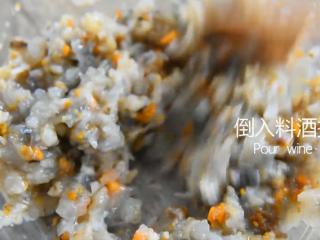 没有螃蟹的赛螃蟹,孙红雷最爱吃的菜!,倒入料酒拌匀