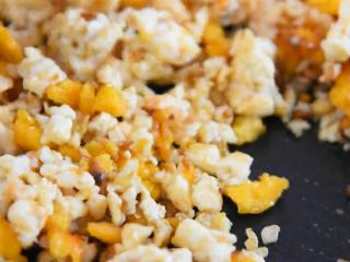 没有螃蟹的赛螃蟹,孙红雷最爱吃的菜!,炒至均匀即可出锅