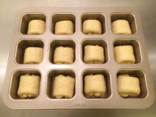 奶酪小餐包,放入学厨12连方形模具内