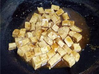 叉烧酱豆腐,大火收汁;