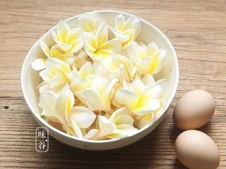 鸡蛋花糖水,准备好材料;