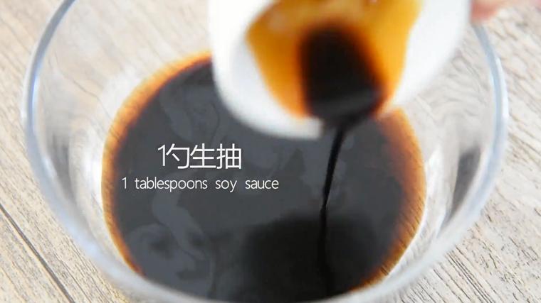 """""""虎皮青椒""""美味又下饭,上桌分分钟变光盘,倒入一勺生抽、一勺香醋、一茶匙糖、一茶匙盐"""