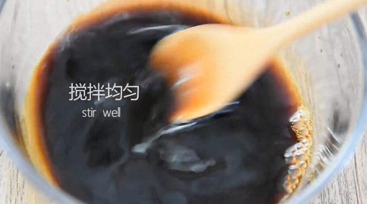 """""""虎皮青椒""""美味又下饭,上桌分分钟变光盘,搅拌均匀备用"""