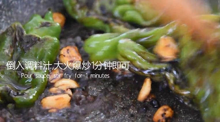 """""""虎皮青椒""""美味又下饭,上桌分分钟变光盘,倒入调料汁,大火爆炒1分钟即可出锅"""