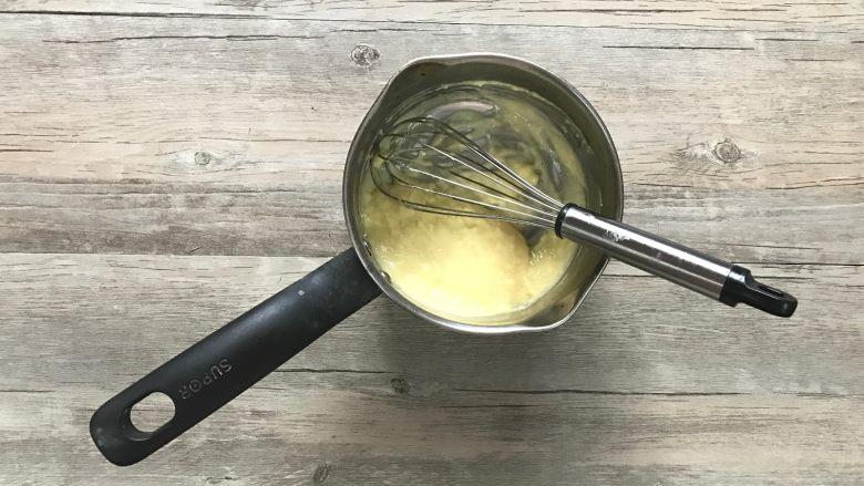 黄桃香酥面包,h.搅打顺滑后,装入裱花袋备用。