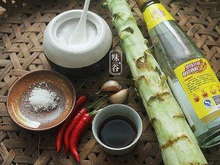 夏天小菜~凉拌莴笋,准备好材料。