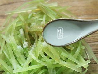 夏天小菜~凉拌莴笋,4匙白醋;