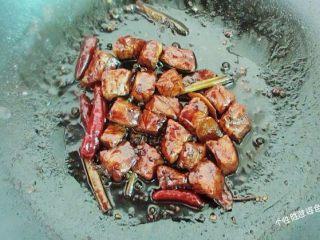 馋嘴猪肉粒,小火慢慢收汁,这样猪肉粒口感既烂又入味