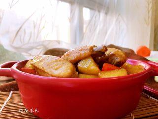 干锅土豆鸡翅,装盘。