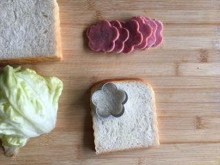 花朵三明治,土司也压出花朵形状。