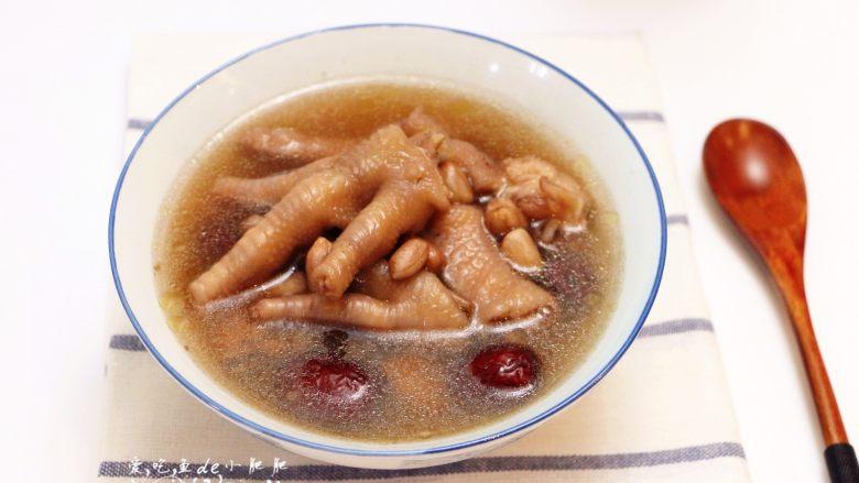红枣花生凤爪汤,盛碗即可食用哦