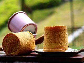 4寸小蛋糕,出炉后一定要倒扣在网架上!彻底凉透再脱模!