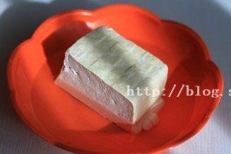 烤豆腐,北豆腐在淡盐水中泡20分钟左右,取出沥干水分