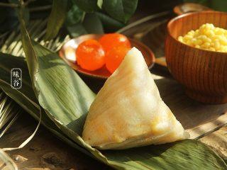 粤式海鲜咸肉粽,习惯性的来个特写,色诱一下亲们的味觉。