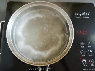 紅糖冰涼粉,繼續大火煮開涼粉2分鐘