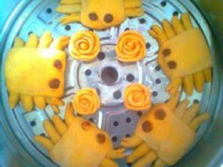 南瓜玫瑰花馒头,上锅蒸熟即可!